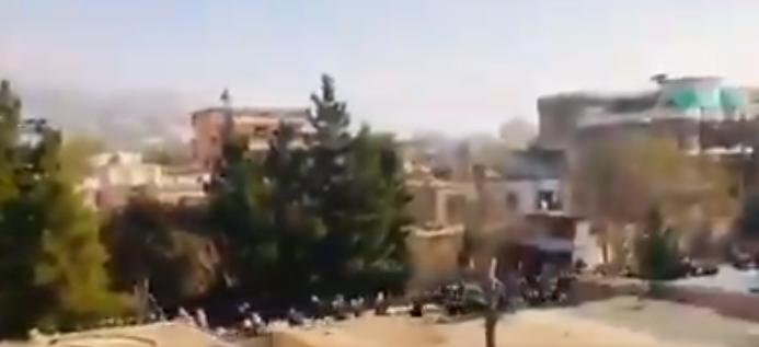 Mai multe rachete au lovit zone rezidenţiale din Kabul. Cel puţin trei oameni au murit
