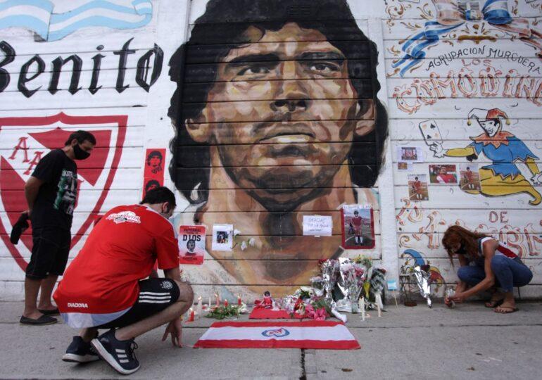 Un jurnalist apropiat al lui Maradona: A murit sărac! I-au furat aproape tot!