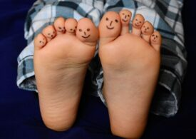 Viaţa în pandemie: Unul din patru britanici nu mai face duş zilnic, 14% nu mai folosesc deodorant şi 61% petrec ziua în pijamale