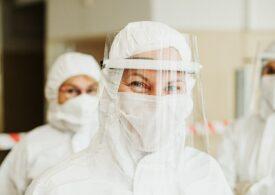 Cei peste 4.000 de români care lucrează în sistemul medical din UK, printre primii europeni vaccinați