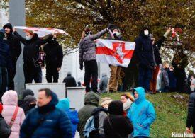 Zeci de mii de belaruși au ieșit iar în stradă, împotriva regimului Lukaşenko: Polițiștii au scos blindatele și tunurile cu apă