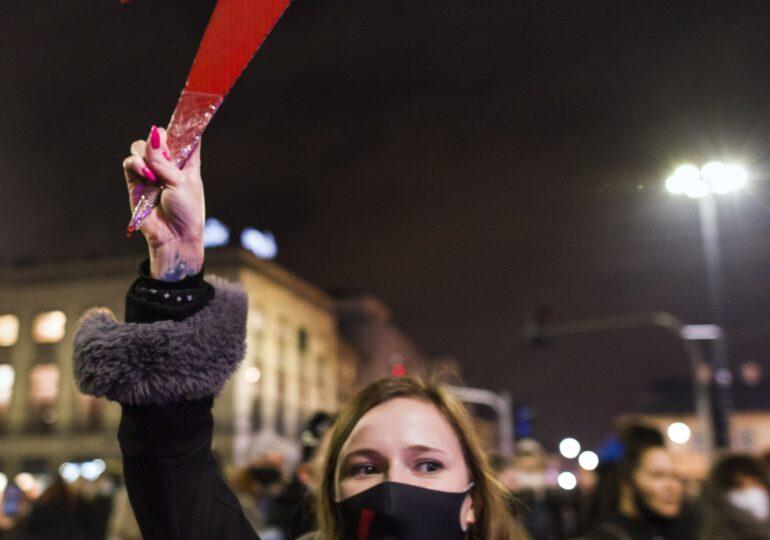 """Proteste şi arestări în Polonia: """"Să scăpăm de guvernul misogin!"""""""