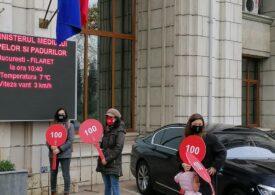 Orban și Nicușor Dan au fost la Ministerul Mediului. În faţa clădirii, era protest faţă de poluarea din București