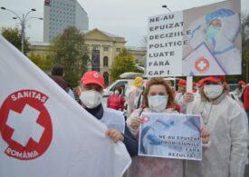 Angajații din Sănătate protestează la Guvern după incendiul de la Piatra Neamț: Tragedia se poate repeta. Sunt clădiri gata să cadă, instalații vechi de 50-60 de ani