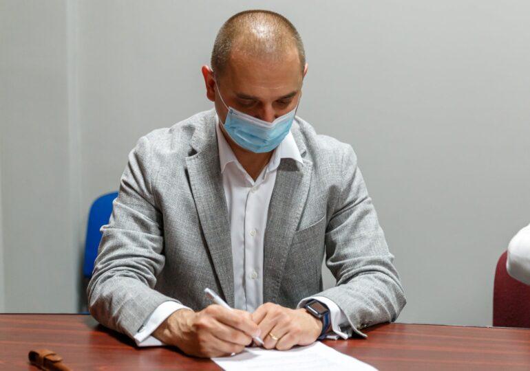 Primarul Sectorului 2 anunță că soția sa are COVID: Asta nu înseamnă că sunt în concediu