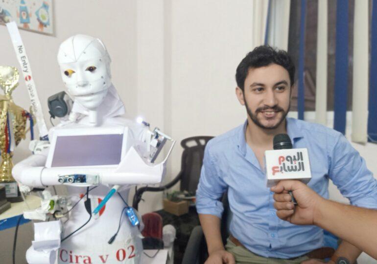 Un inventator testează un robot care poate recolta analize pentru depistarea COVID-19