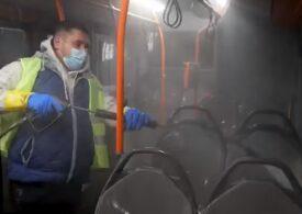 Societatea de Transport Bucureşti anunţă că a igienizat și dezinfectat în acest weekend sute de troleibuze, tramvaie și refugii