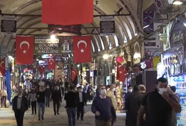 Erdogan le interzice turcilor să mai iasă din case în weekend și noaptea