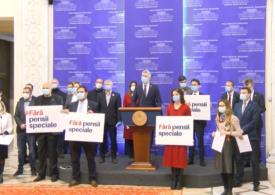 """Parlamentarii USR au stat la coadă ca să-şi depună demisiile. <span style=""""color:#ff0000;font-size:100%;"""">UPDATE</span> În cazul lui Ciolacu, Orban a greșit când a spus că șeful PSD va primi oricum pensie specială"""