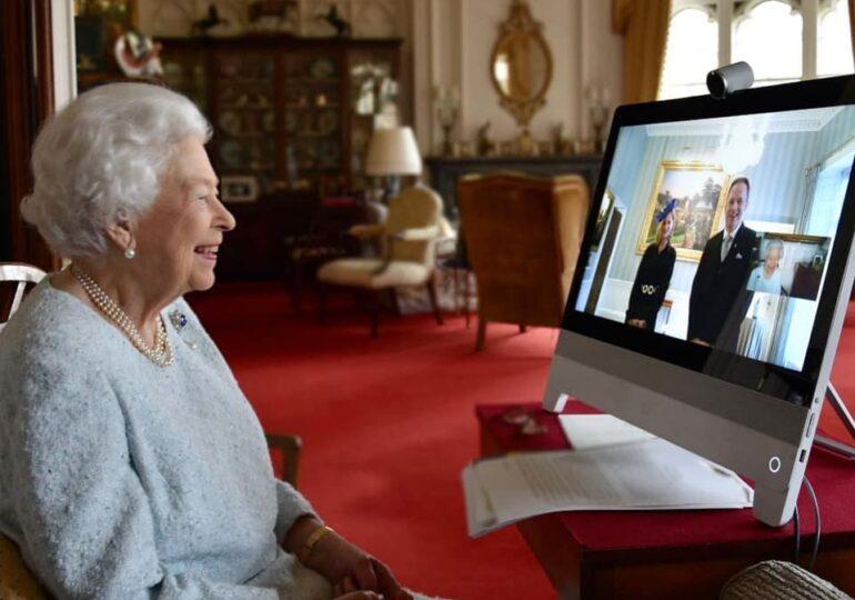 """Un """"deepfake"""" în care apare regina Elizabeth a II-a de Crăciun provoacă scandal"""