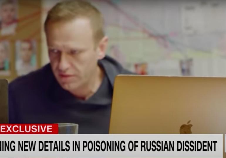 Puterea absolută a lui Putin făcută praf de un agent păcălit la telefon. Consecințele discuției dintre Navalnîi și călăul său
