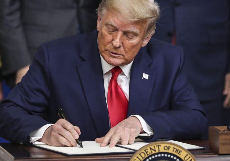 Pe final de mandat, Trump și-a grațiat cuscrul condamnat pentru evaziune fiscală și fraudă. Pe listă se mai află și alte persoane controversate
