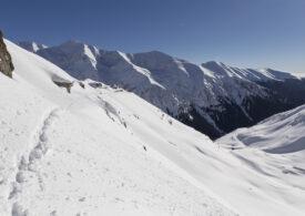 Risc de avalanşă la munte! Traseele din Făgăraş, Iezer, Piatra Craiului şi Leaota sunt închise toată iarna