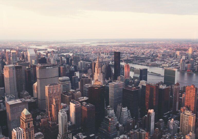 În New York se redeschid marile săli de spectacole şi stadioanele, după o pauză de aproape un an