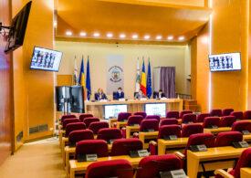 Companiile municipale au cheltuit aproape 1 milion de euro prin încredințări directe, de când Nicușor Dan a devenit primar general. De ce întârzie desființarea lor