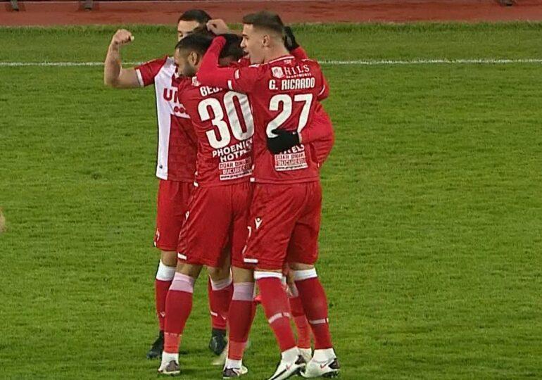 Liga 1: Dinamo câștigă cu un gol de la centrul terenului și cu ajutorul arbitrului