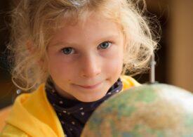 Două treimi dintre copiii de vârstă școlară n-au Internet acasă: Îi izolează de lume. Îi va costa viitorul!