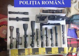 Zeci de pistoale găsite în urma unei percheziţii la locuinţa unui cetăţean italian din Ilfov, care le vindea pe Internet (Video)