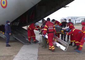 Trei pacienţi cu arsuri, transportaţi la spitale din Austria şi Germania cu o aeronavă C-27J Spartan (Video)