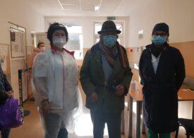 Medicii de la Spitalul Județean Arad au ajutat un bătrân care nu avea bani de tratament: I-au dat lacrimile și lui, dar și nouă