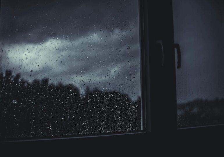 Începem săptămâna cu vești proaste de la meteorologi: Alertă de ploi torenţiale şi vijelii, valabilă până miercuri seara