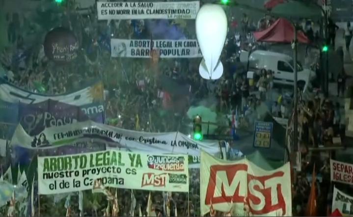 Argentina a legalizat avortul. Decizie istorică ce poate aduce schimbarea în întreaga regiune