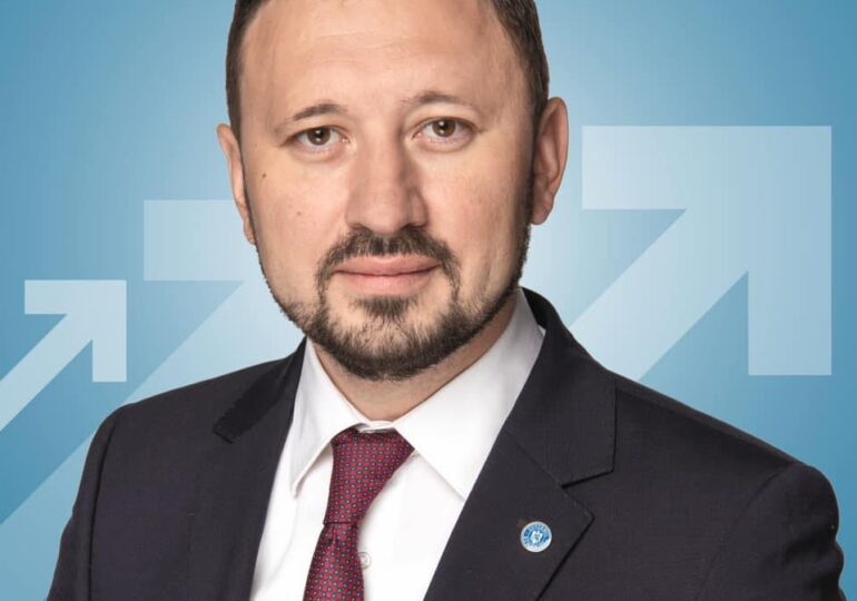 Ministrul Fechet solicită revocarea din funcţie a şefului Administraţiei Fondului pentru Mediu, după ce s-a amânat Rabla Electrocasnice