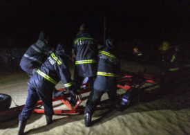 Copaci doborâți, acoperișuri smulse și mașini avariate: Nouă județe și Capitala au fost afectate de vremea severă din ultimele ore