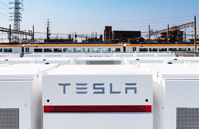 Acţiunile Tesla au urcat la un nivel record. Capitalizarea de piaţă a depăşit-o pe cea a Facebook