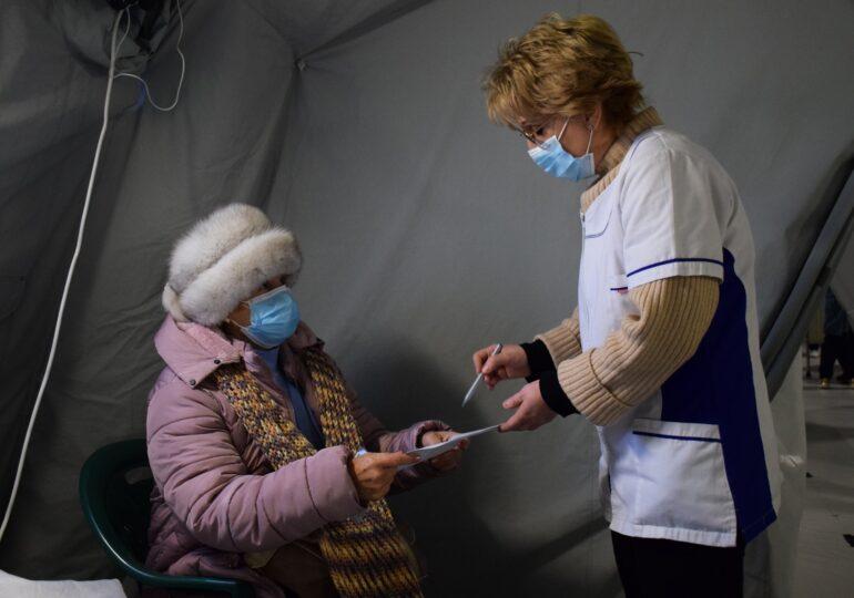 """Peste 900.000 de persoane s-au programat în etapa a doua de vaccinare: Mai mult de 36% sunt """"esenţiali"""""""
