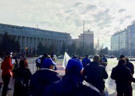 Proteste în fața a zeci de instituții din Capitală, inclusiv Guvernul, SRI, ministere și ambasade (Galerie foto)
