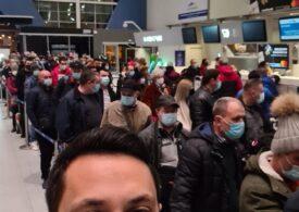 """În plină pandemie, pasagerii TAROM s-au îngrămădit la check-in pe Aeroportul Henri Coandă <span style=""""color:#ff0000;font-size:100%;"""">UPDATE</span> Precizările companiei"""