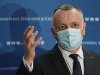 Ce spun Cîțu și Cîmpeanu despre scandalul de la UMF Iaşi, unde studenţii sunt primiţi la examen doar cu vaccin sau test negativ