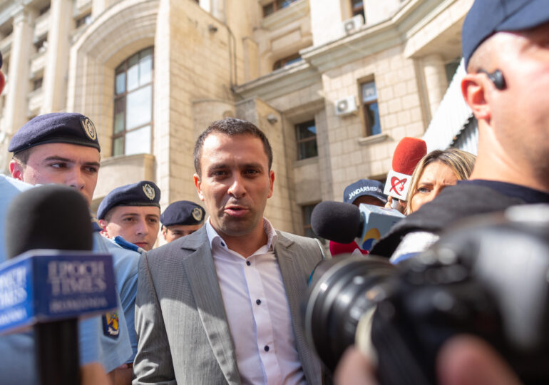 Cioloș anunță că Laurențiu Cazan, coordonatorul intervenţiei jandarmilor din 10 august, va fi retras de la conducerea IJJ Prahova
