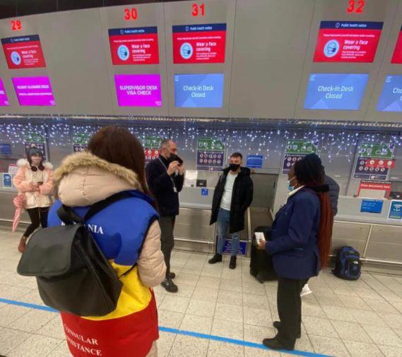 Post-Brexit: Vizitatorii în Regatul Unit, sfătuiţi să verifice schimbările legate de plata cu cardul, roaming, controale vamale, bani numerar