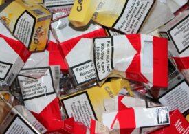 A fugit de poliție și a intrat cu mașina în stâlp: Peste 12.000 de pachete de ţigări de contrabandă au fost găsite la percheziție