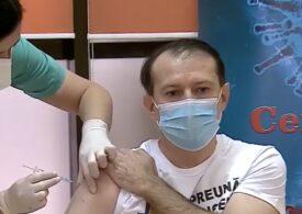 """Premierul Cîțu s-a vaccinat anti-COVID, îmbrăcat cu un tricou pe care scria """"împreună învingem pandemia"""": Foarte-foarte ușor, nici n-am simțit (Video)"""