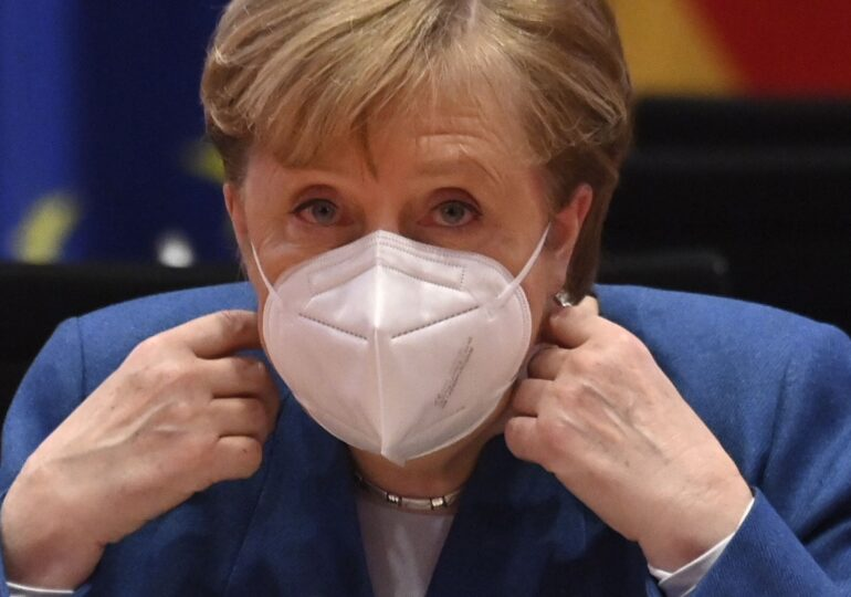 """Merkel consideră """"problematică"""" suspendarea lui Trump pe reţelele de socializare"""