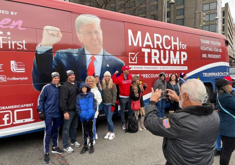 Mii de susţinători ai lui Donald Trump s-au adunat la Washington (Video)