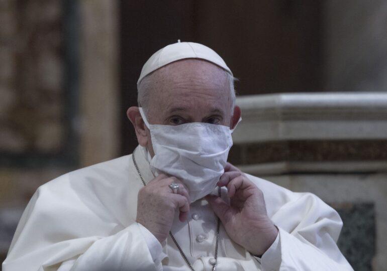 Papa Francisc şi fostul suveran pontif Benedict al XVI-lea s-au vaccinat împotriva Covid