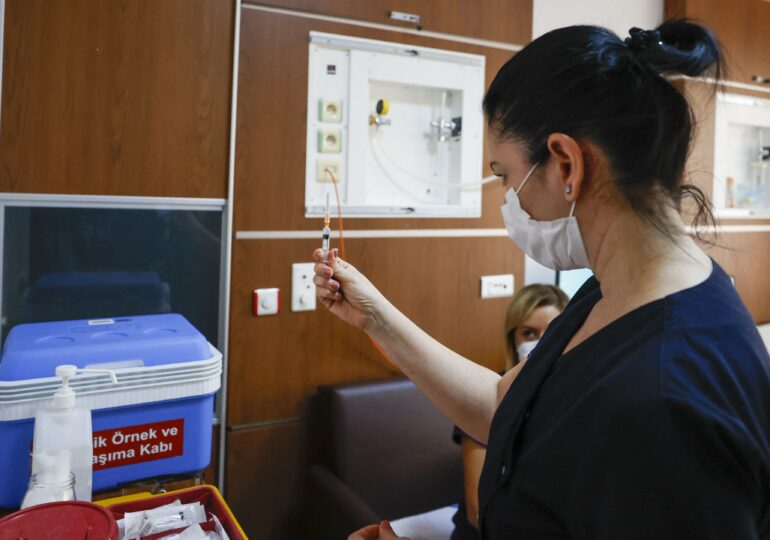 Bucureștenii nu se mai pot programa la vaccinare în luna ianuarie - nu mai sunt locuri libere