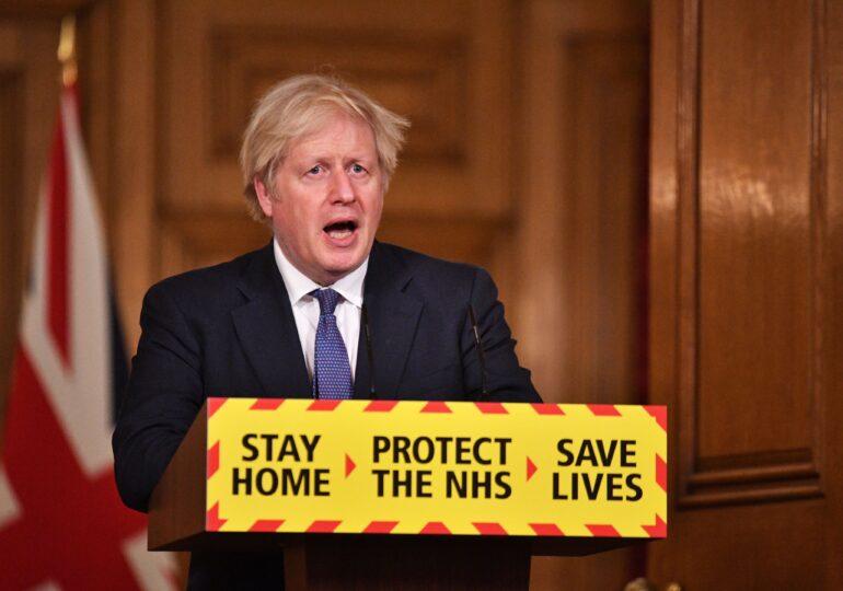 Premierul Marii Britanii anunță că varianta locală de COVID ar fi cu 30% mai mortală