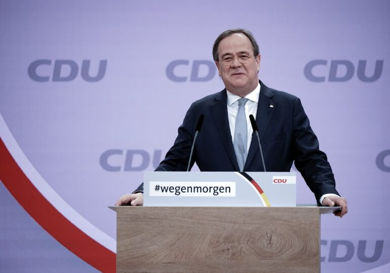 Armin Laschet este noul lider al partidului Angelei Merkel - delegații CDU l-au confirmat prin vot