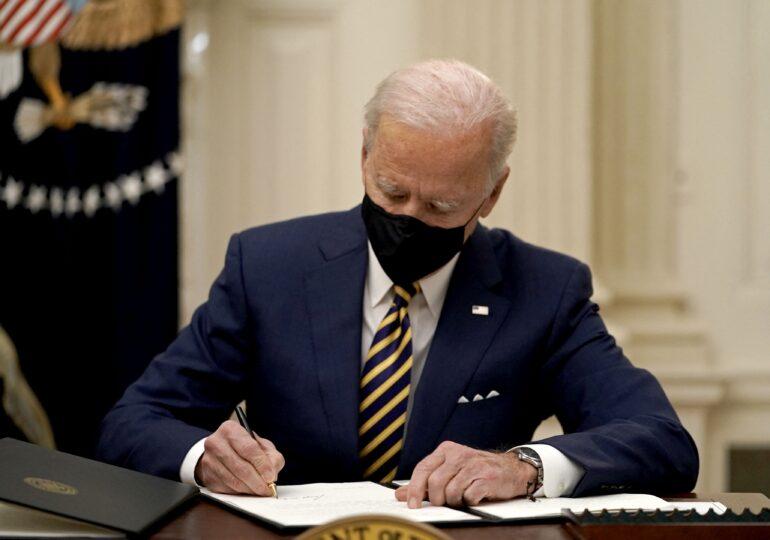 Biden a anulat controversata decizie prin care Trump le-a interzis persoanelor transgender să intre în armată