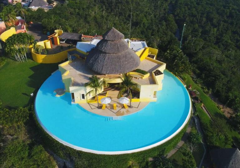 Casa de vacanță a lui Kylie și Kendall Jenner, de 7,5 milioane de dolari, cu o piscină cu privelişte de 360 de grade (Galerie foto)