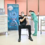 Momentul vaccinării lui Iohannis a devenit viral și subiect de glume pe Facebook