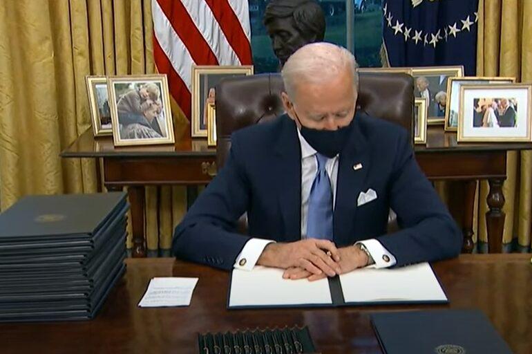 Biden a găsit scrisoarea lăsată de Trump în Biroul Oval: E foarte lungă (Video)