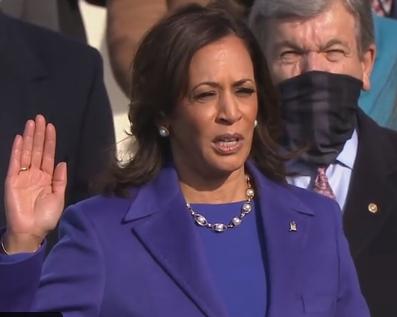 Kamala Harris a depus jurământul și devine prima femeie vicepreședinte al Statelor Unite