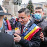 Protest la Iași pentru Autostrada Moldovei, în timpul serbărilor de Ziua Unirii. Chirică a fost stropit cu iaurt (Video)