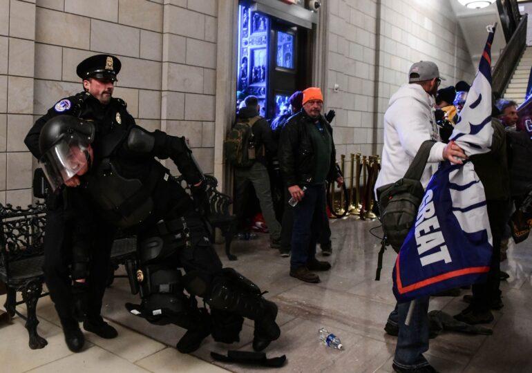 Un ofiţer al Poliţiei Capitoliului a murit, după ce a fost rănit în asaltul de la Congres